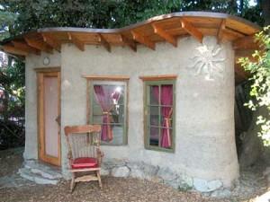 Необычный дачный домик мазанка из глины