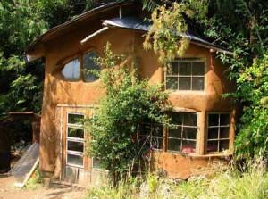 недорогие двухэтажные дачные дома из глины фото