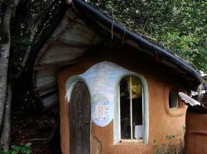 маленькие дачные дома из глины