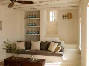 белый интерьер дачного дома из глины