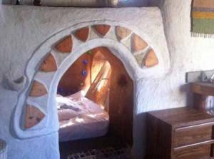 интерьер дачного дома из глины необычный дизайн спальни