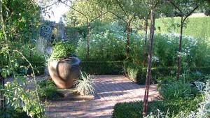 белый сад в классическом стиле