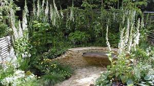 ландшафтный дизайн сада с белыми цветами