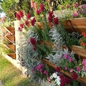 ящики с цветами для заборов фото