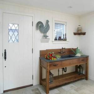 садовая мебель внутри дома