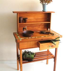 садовая мебель - деревянная скамейка для инвентаря