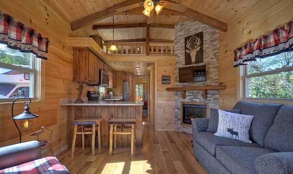 интерьер маленького деревянного дома фото