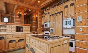 интерьер деревянного дома кухня