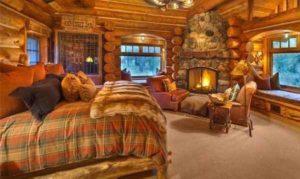интерьер деревянного дома камин