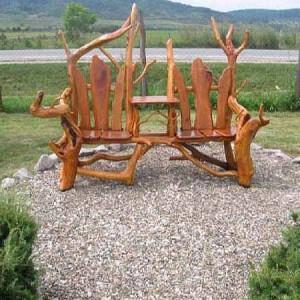 садовая мебель из дерева и коряг