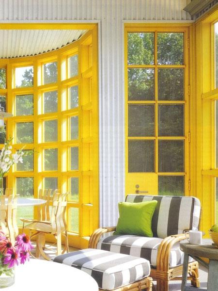 Красивая веранда с оконными рамами желтого цвета
