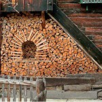 красивые дровницы из дров на даче