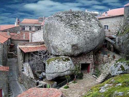 необычный деревенский дом в Португалии