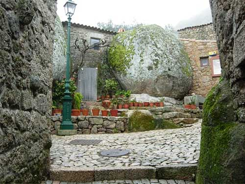 удивительный домик в деревне в Португалии