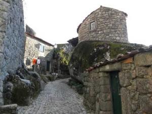 деревня в Португалии с необычными домами
