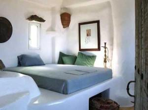 красивый греческий загородный дом спальня