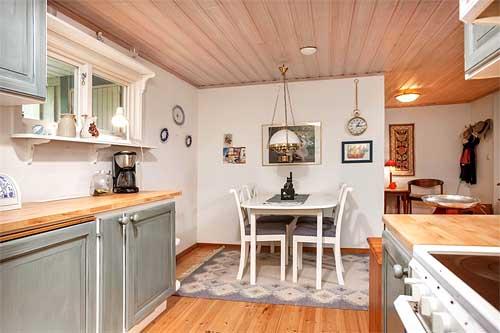 интерьер загородного дома в Швеции обеденный стол