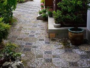мозаика на садовой дорожке