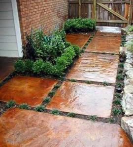 красим бетонные плиты на даче