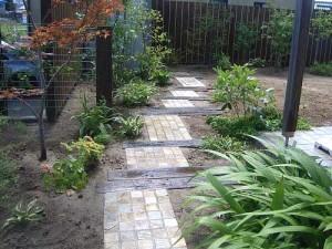 красивые садовые дорожки дерево и плитка