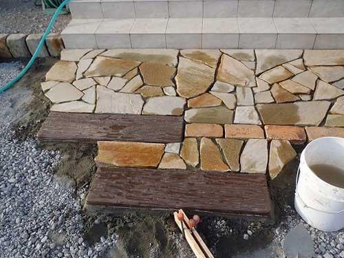 садовая дорожка из камня и дерева своими руками