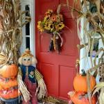 как урасить входную дверь осенью