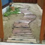 вариант садовой дорожки из дерева