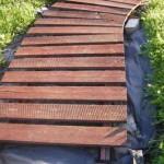 подготовка деревянных щитов для садовой дорожки к укладке