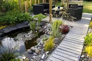 деревянные дорожки в дизайне сада