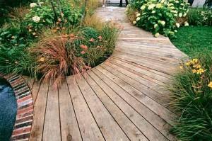 современные садовые дорожки из дерева