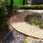 полукруглая садовая дорожка