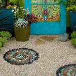 необычные мозаичные плиты для садовых дорожек