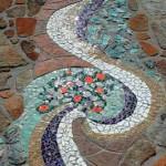 как украсить мозаикой садовую дорожку