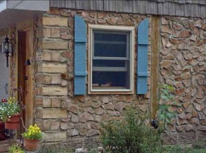 проект недорого дачного дома из деревянных чурок и глины