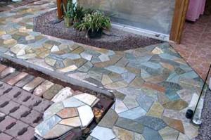 цветная тротуарная плитка для дорожек на даче