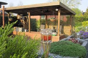 летняя кухня с навесом на даче