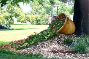 дизайн клумб в стиле цветочный ручей