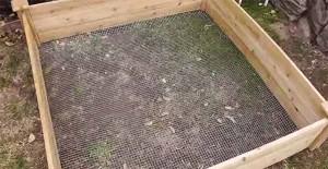 как защитить высокие грядки от грызунов