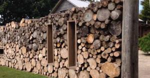 декоративный забор из дров