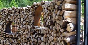 декоративный деревянный забор из дров