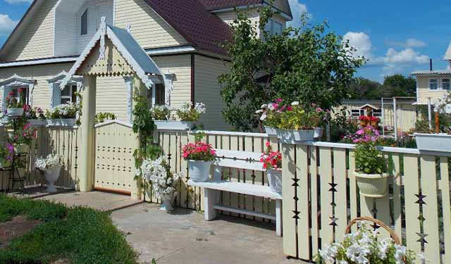 деревянный забор на дачу фотографии