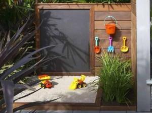детская площадка с песочницей