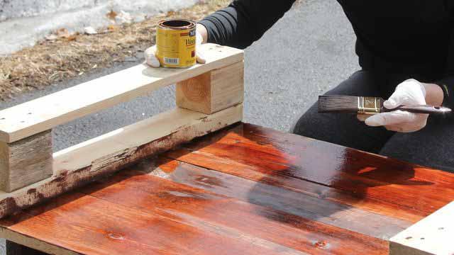 сами делаем диван из деревянных поддонов