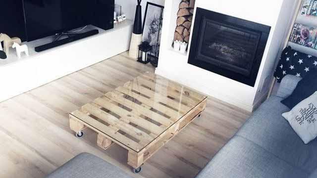 столик из поддонов
