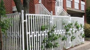 забор из подручных материалов для дачи