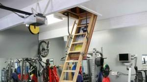 лестница в гараже с мансардой