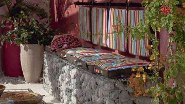 садовая скамейка из камней