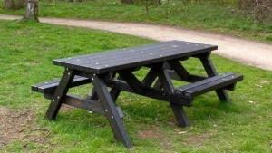 дачный стол с лавочками