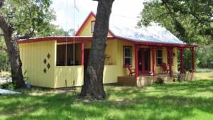 практичный маленький дом для дачи