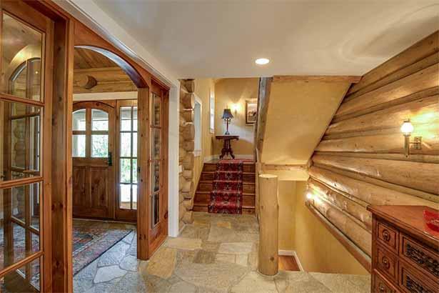 деревянный дом внутри лестница